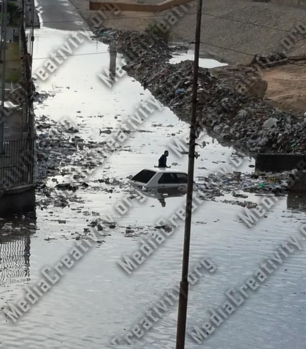 محطة قطار الشيخ زايد بالإسماعيلية الطريق يبتلع سيارة