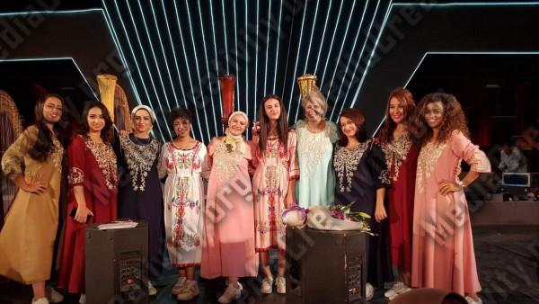مجموعة عازفات الهارب على مسرح درويش بأوبرا الإسكندرية